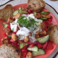 Salát s kuřecími kousky recept