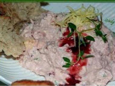 Česneková pomazánka s brusinkami