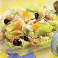 Salát s olivami a tuňákem recept