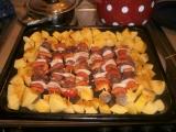 Špízy a brambory z jednoho plechu recept
