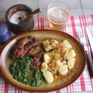 Vepřová krkovice se špenátem a špalíčky recept