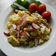 Těstovinový salát se sardelovými očky recept