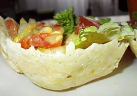 Letní zeleninový salát v sýrovém košíčku recept