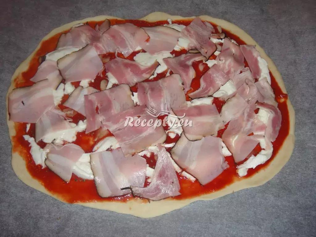 Pizza se slaninou a cibulí recept  pizza