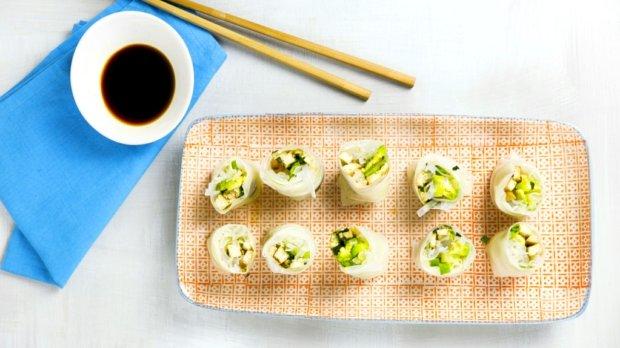Asijské závitky s avokádem a uzeným tofu