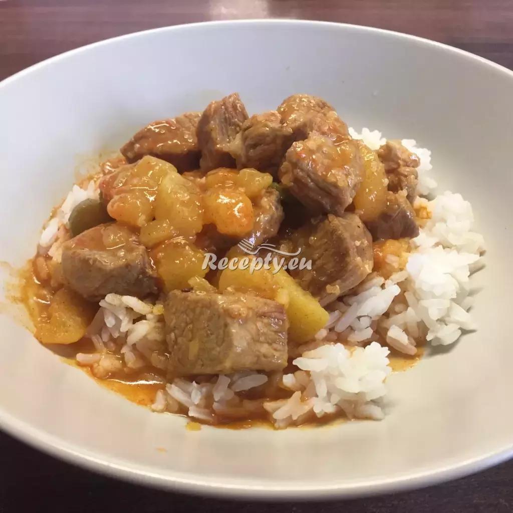 Vepřový guláš s cuketou recept  vepřové maso