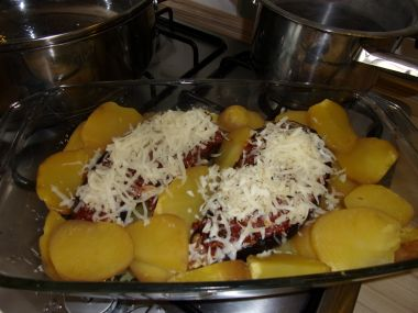 Zapečený lilek se sýrem a bramborami