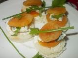 Meruňkové chuťovky ostřejší, plněné nivou a fetou recept ...