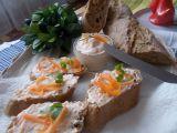 Chutná pomazánka z domácí lučiny, mrkve a česneku recept ...