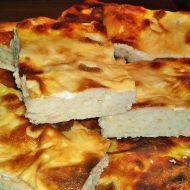 Smetanový koláč s domácími škvarky recept