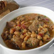 Pečené vepřové plecko na víně s bílou fazolí recept
