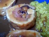 Jednoduchá kuřecí roláda se švestkami a mandlemi recept ...