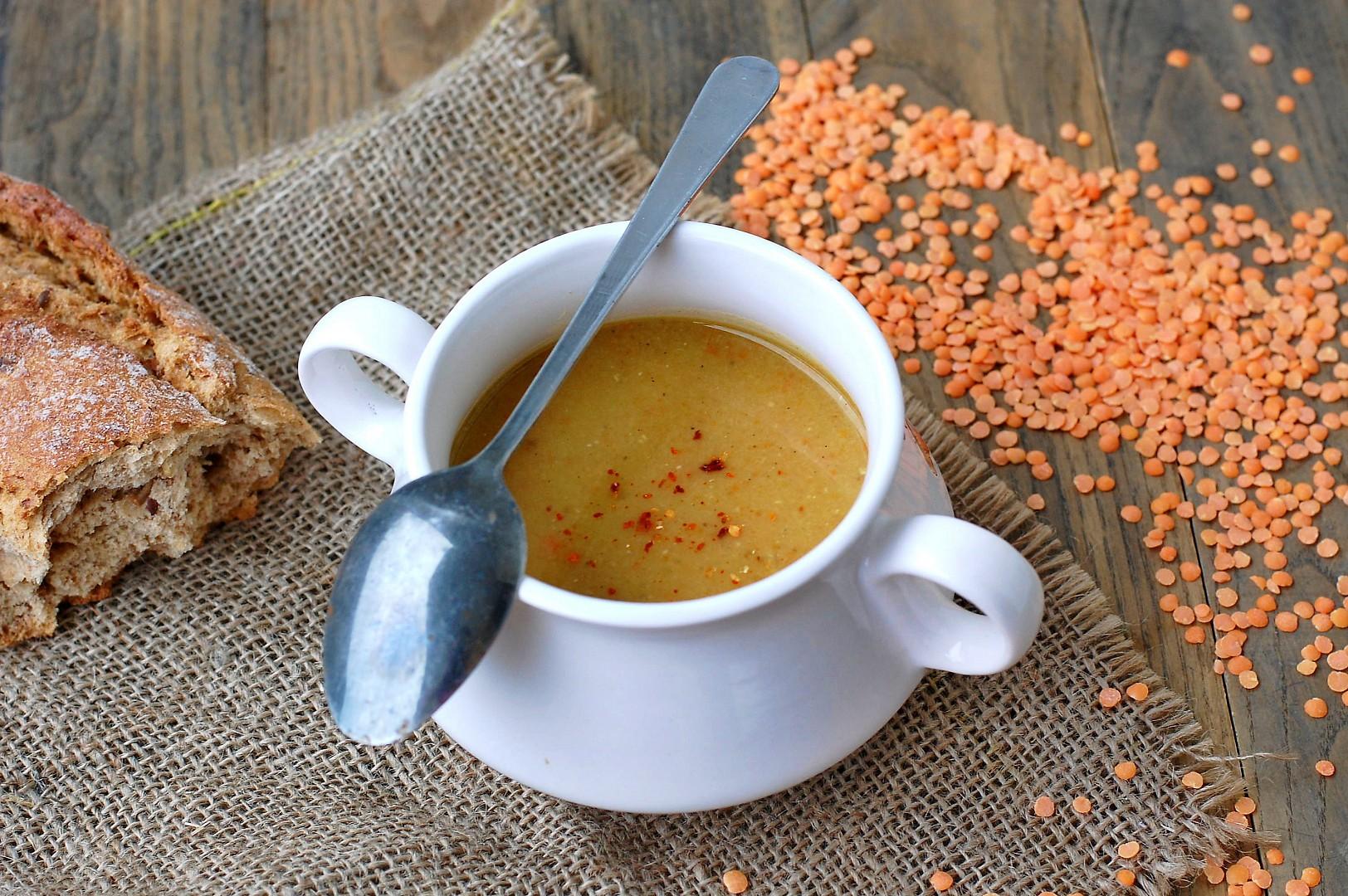 Voňavá polévka z červené čočky recept