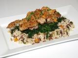 Kuřecí stehenní řízky s liškami na špenátu a rýži tří barev recept ...