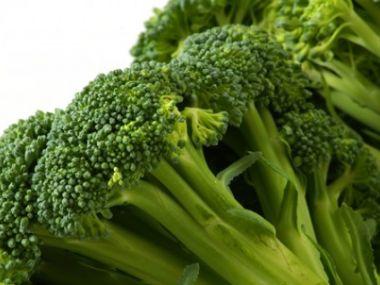 Recept Brokolicový salát se salámem