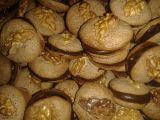 Placičky s vlašskými ořechy a karamelovým krémem recept ...
