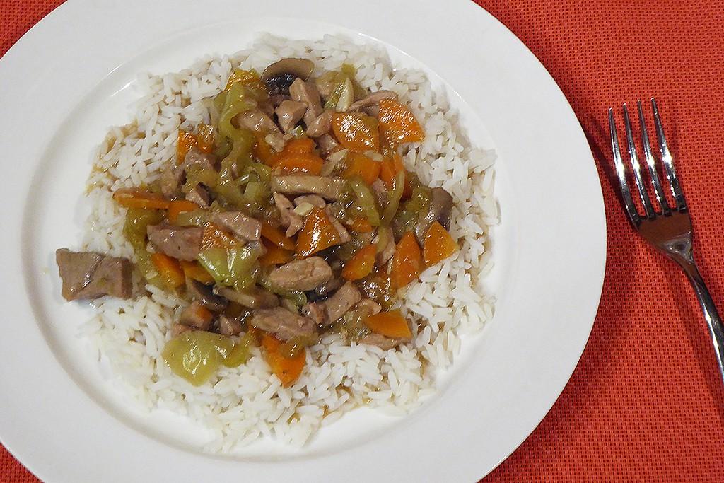Vepřové nudličky se zeleninou a rýží recept