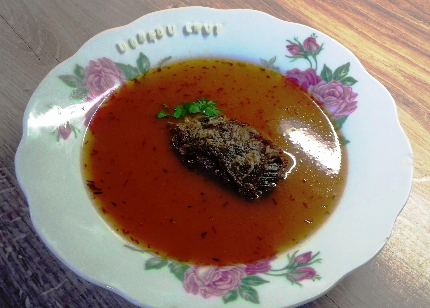 Rajská polévka s pečeným hovězím žebrem a písmenky recept ...
