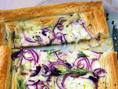 Pizza z listového těsta se smetanou