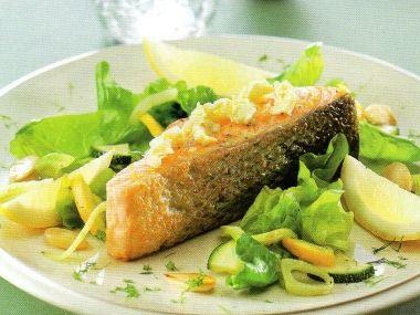 Grilovaný losos s teplým salátem