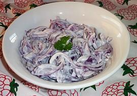 Cibulový salát se zakysanou smetanou recept