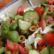 Salát z hlávkového zelí s olivami a bazalkou recept