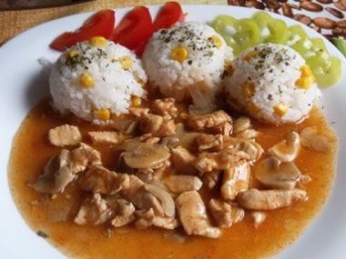 Kuřecí maso po čínsku s houbami a rýží