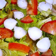 Hlávkový salát s mozzarellou a rajčaty recept