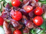 Salát s grilovacími klobáskami recept