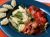 Dušené kuře na zelenině, ochucené adžikou recept