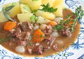 Burgundské hovězí podle francouzské kuchařky  Boeuf bourguignon