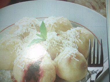 Krupicové knedlíky s ovocem od babičky