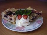 Úžasný letní koláč bez těsta s jahodami a borůvkami recept ...