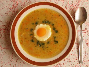 Slepičí polévka s vejcem po řecku