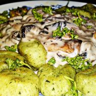Domácí špenátové gnocchi se žampionovou omáčkou recept ...