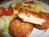 Rybí karbanátky se sýrem s pečenými hranolky se zeleninou. recept ...