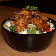 Salát s kuřecím masem a sezamem recept