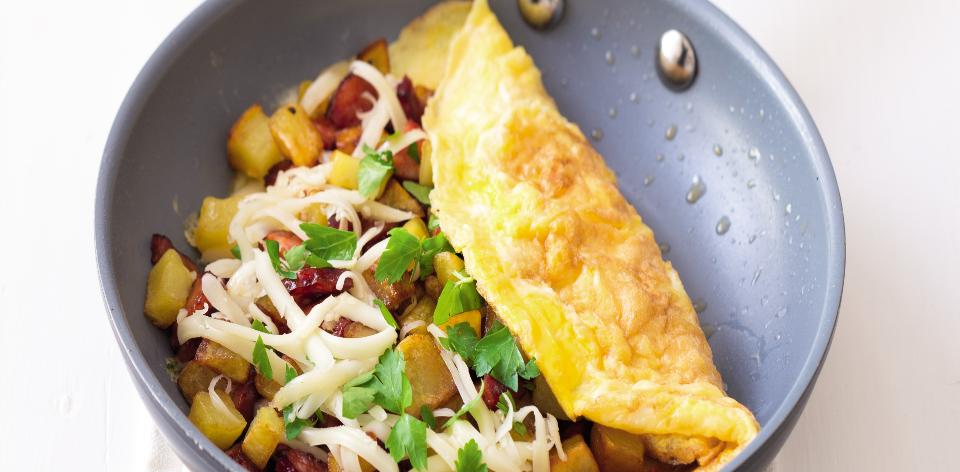 Omeleta s bramborem a sýrem