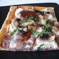 Smetanová pizza se žampiony recept