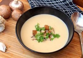 Bílá polévka s pečeným česnekem recept