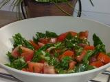 Rajčatový salát s medvědím česnekem recept