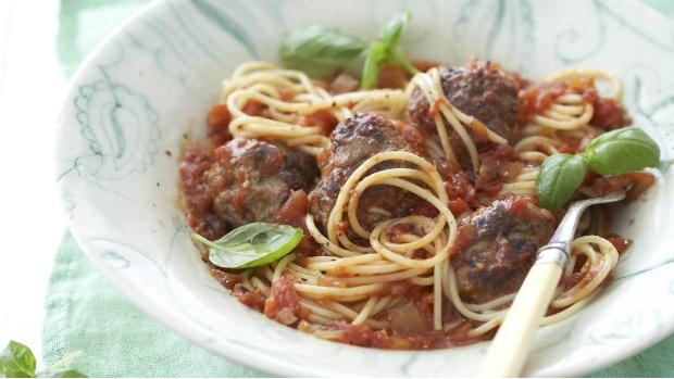 Špagety s pečenými masovými koulemi