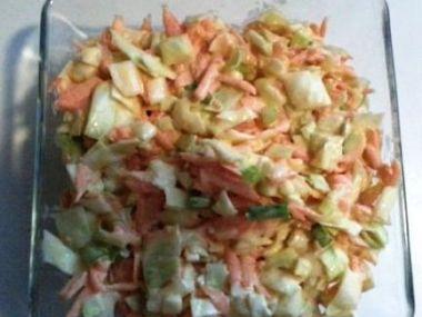 Salát z kuřecího masa s jablky