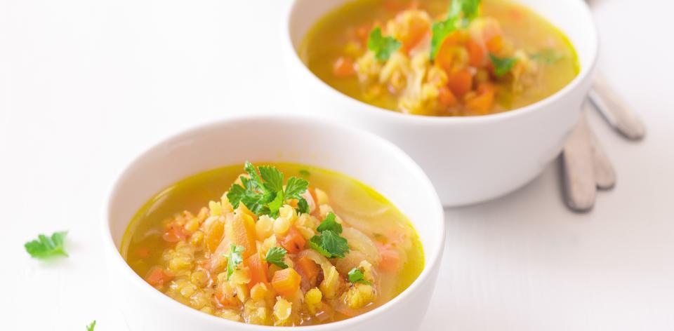 Polévka s červenou čočkou a mrkví