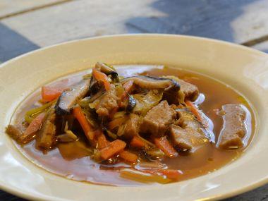 Polévka s houbami shitake
