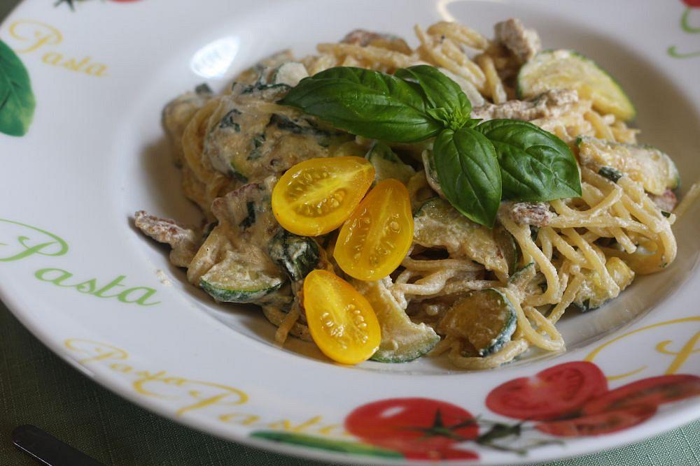 Špagety s ricottou, cuketou a vepřovými nudličkami recept ...