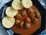 Pikantní masové kuličky s rajčatovou omáčkou recept