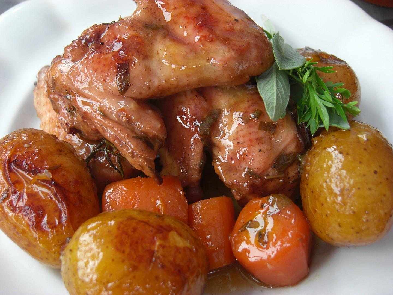 Kuřecí křídla s bramborami a zeleninou v lorně recept