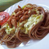 Grahamové špagety s omáčkou z nivy a kuřecím recept