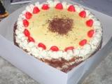 Slavnostní dort s ovocem a šlehačkou recept